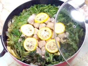 柚子と豚肉・肉団子の塩白菜鍋