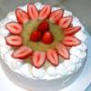 苺とキウイソースのデコケーキ