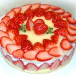苺の断面が見えるクリスマスケーキ