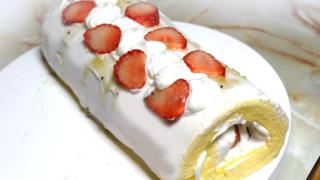 苺のクリスマスロールケーキ