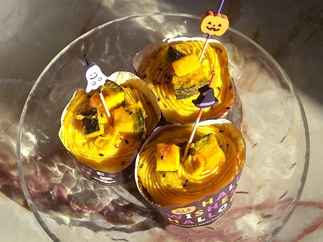 シフォン生地の南瓜カップケーキ