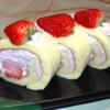 苺のピンククリームロールケーキ