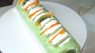 キウイで春の緑を表現?ロールケーキ