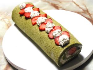 苺と抹茶の春のロールケーキ