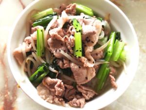 豚こまともやし・小松菜の塩炒め丼