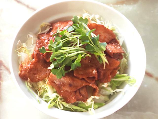 豚バラ薄切りのポークチャップ丼