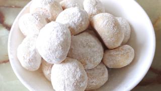 シンプルなスノーボールクッキー