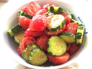 トマトときゅうりのごま風味サラダ