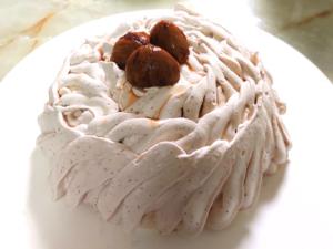 栗の渋皮煮で!マロンのドームムースケーキ