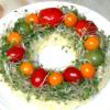 ブロッコリースプラウトで!クリスマスリース風サラダ | Torezuの簡単&本格的なレシ